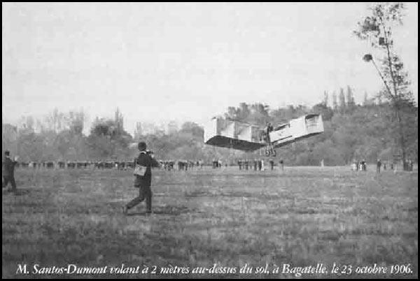 Bagatelle, 1906 : Santos-Dumont volant en biplan