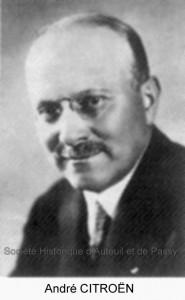 André CITROËN, industriel, né à Paris en 1878, mort à Paris en 1935. Il vécut de 1919 à 1935 au 31, rue Octave Feuillet.