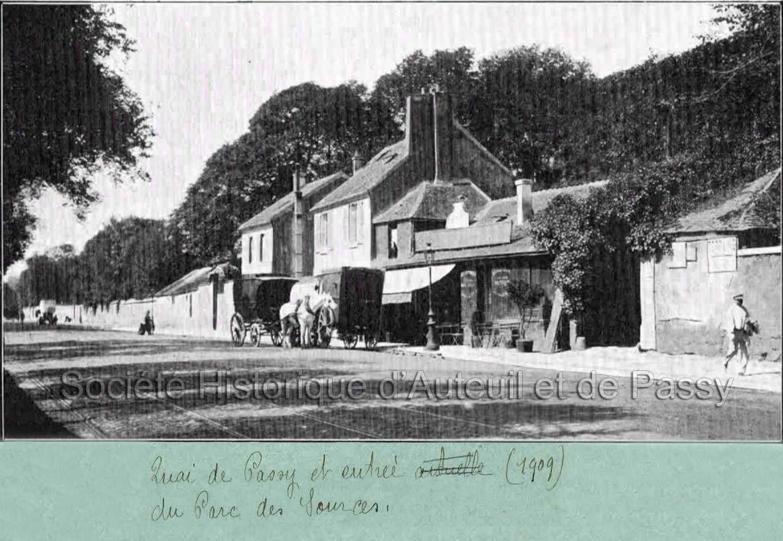 Quai de Passy et entrée du Parc des Sources (1909).