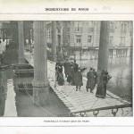 Inondations de Paris en 1910 - Passerelle établie Quai de Passy