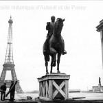 La statue équestre du maréchal Foch sur la butte de Chaillot en 1948