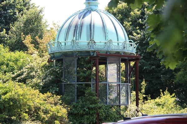 R installation de la lanterne du phare du trocad ro paris 16 for Phare decoratif pour jardin